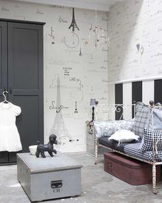 Behang van Onszelf o.a. aaibaar behang, trendy kinderbehang, retrobehang, tafelkleden, gordijnstoffen, dekbedden en lampen.