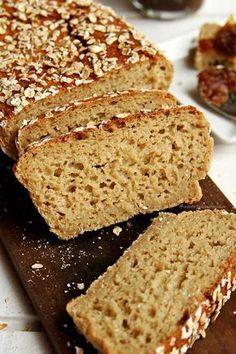 Receita de pão de aveia fit integral sem farinha de trigo, sem ovo e sem leite. É rápido de preparar, precisa de 5 ingredientes, fica muito macio e saboroso!