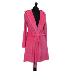 Relax in style with the incredibly snug hooded Bath Robe Short, Baby Pink from German brand Farbenfreunde. Other colours are also available to brighten up your bathroom. Keep it clean with ease by popping it in the washing machine at 30°C and drying it off with in a tumble dryer on low heat. Available in small, medium & large. Pink Baths, Dryer, Washing Machine, Keep It Cleaner, Snug, German, Baby, Relax, Colours
