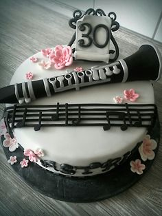 clarinet cake Music Birthday Cakes, Music Themed Cakes, Music Cakes, 18th Birthday Cake, Clarinet Pictures, Mexican Themed Cakes, Cute Birthday Ideas, Band Nerd, Birthday Cake Decorating