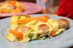 Low Carb Rezepte von Happy Carb: Lauch-Karottenfrittata mit Bratwurstbällchen.