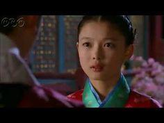 """5分でわかる「太陽を抱く月」~第3回 運命のいたずら~ 韓国で視聴率46%を記録した超話題作!ベストセラー小説が原作の""""ファンタジー・ロマンス史劇""""。舞台は朝鮮王朝の架空の時代。史実に縛られずロマンスや陰謀をドラマチックに描く!  うっかり見逃した、もう一度みたい・・・そんなあなたはこの5分ダイジェスト版をチェック!    第3回「運命のいたずら」   王が息子フォンの新しい講師を決めるが、まだ17歳の若い講師と知り憤慨する。  フォンは少女ヨヌに再び会いたいと願っていた。一方、長旅から戻った陽明君(ヤンミョングン)は、真っ先に恋しいヨヌに会いに行く。親友であるヨヌの兄、ヨムとウンとは久々の再会を喜ぶ。  第3回を5分のダイジェスト版でご紹介!  NHK BSプレミアム 毎週日曜 午後9時~ (C)2012 MBC    番組HPはこちら「http://www.nhk.or.jp/kaigai/taiyou/」"""