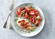 Fyldt kyllingebryst med Chorizo og chili og quinoasalat