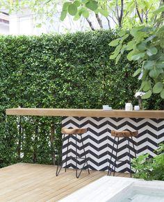 backyard design – Gardening Tips Patio Bar, Backyard Patio, Backyard Landscaping, Outdoor Kitchen Bars, Outdoor Kitchen Design, Terrace Design, Garden Design, Parrilla Exterior, Ideas Terraza