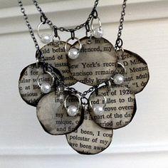 Créer un collier avec un vieux livre