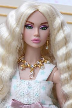 She's my dream doll and my second reroot. Disney Princess Dresses, Barbie Princess, Barbie Dress, Barbie Clothes, Fashion Royalty Dolls, Fashion Dolls, Poppy Parker, Beautiful Barbie Dolls, Barbie Accessories