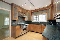 Traditional Light Wood Kitchen Cabinets #156 (Kitchen-Design-Ideas.org)