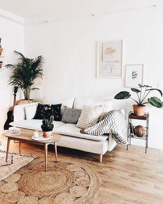 Cosy Minimalist Home Interior Design minimalist bedroom wall black and white.Minimalist Home Decoration White Bedrooms. Cozy Living Rooms, My Living Room, Interior Design Living Room, Living Room Designs, Apartment Living, Scandi Living Room, Cozy Apartment, Scandinavian Living, Living Room Decor Boho
