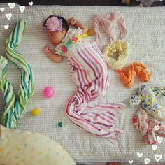 「夏バージョン・赤ちゃんの寝相アートに癒される♩」に含まれるinstagramの画像