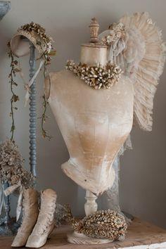 Cottage Charm ~ Cream, white, blue ~ Liefde voor Brocante magazine