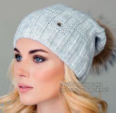Очередной день и новая модная модель зимы 2018 года — шапка спицами для женщин с описанием. Изделие интересно своим узором, а также меховым помпоном, который добавляет шапочке изящную воздушн…
