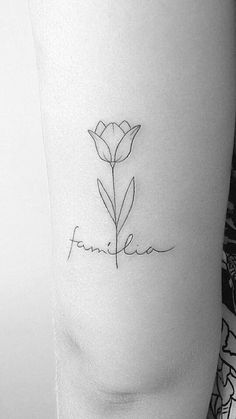 Familia Baby Tattoos, Sister Tattoos, Mini Tattoos, Cute Tattoos, Body Art Tattoos, Small Tattoos, Dutch Tattoo, Back Of Leg Tattoos, Mama Tattoo
