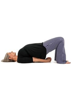 Want to learn yoga sequencing from a pro? Master teacher Cyndi Lee combines asana and Tibetan Buddhism to create slow flow vinyasa classes with a contemplative touch. Yoga Sequences, Yoga Poses, Yoga Terminology, Yoga Master, Home Yoga Practice, Bridge Pose, Learn Yoga, Leg Work, Yoga Journal