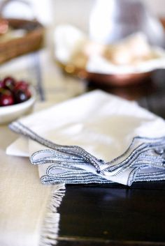 Reduce, reuse, and learn how to make your own paperless paper towels in this easy DIY. Diy Reusable Sandwich Bags, Beeswax Food Wrap, Makeup Remover Pads, Wool Dryer Balls, No Waste, Eco Friendly House, Sewing Basics, Easy Diy, Paper Towels