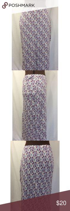 Women's Banana Republic Skirt Women's skirt. Banana Republic. Size Medium. Side slot on one side. Stretchy skirt. Elastic waist band. Length 24 1/2 inches. Multicolor geometric designs. Banana Republic Skirts