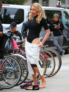 Katherine Heigl flashes knickers as she strips off in middle of busy New York street Katherine Heigl, Columbia, Hottest Female Celebrities, Celebs, Blond, Photography For Beginners, Elizabeth Olsen, New York Street, In Pantyhose