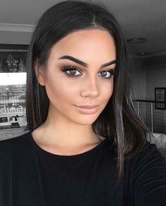 Magical make-up tips for the perfect make-up - Halloween make up ideas . - augen make up - Natural Makeup For Brown Eyes, Best Natural Makeup, Brown Hair And Brown Eyes, Natural Eyeshadow Looks, Fresh Makeup Look, Pretty Brown Eyes, Natural Smokey Eye, Simple Eyeshadow, Black Smokey
