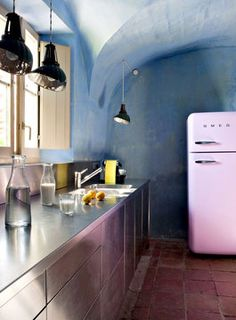 faded indi kitchen (love the pink frig too)