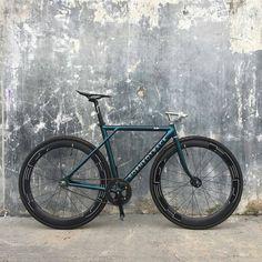 3,842 個讚,20 則留言 - Instagram 上的 Cycling gear & accessories(@hizokucycles):「 #Repost from @borneotrack -  From Banjar @anandamariz  #borneotrack #fixedgear  #bikeporn… 」