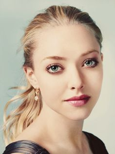 Amanda Seyfried looking so perfect she must be photoshopped. Who is this perfect?