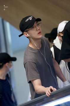 Sehun - 160912 Incheon Airport transit, Bangkok to Hiroshima Credit: Chanyeol, Kyungsoo, Kris Wu, Exo Songs, Rapper, Exo Music, Sung Joon, Sehun Cute, Kim Jong Dae