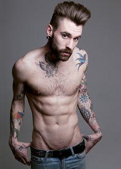"Beard... Tattoos... The ""V""... I'm in love lol"