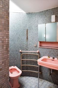 pink toilet and bathroom sink Bauhaus, Bad Inspiration, Bathroom Inspiration, Interior Architecture, Interior And Exterior, Pink Toilet, Interior Decorating, Interior Design, Vintage Interiors