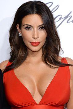 kim kardashian batom vermelho makeup cabelo olho