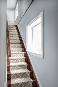 White and grey pattern runner on wooden stairs | RTG Design