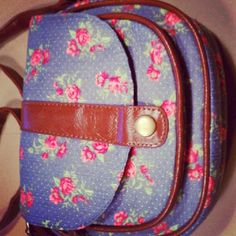 New #crossbody just arrived at #thetrunk #summer #floral » @thetrunk » Instagram Profile » Followgram