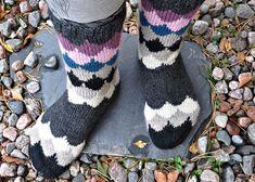 IHANAT SYYSSUKAT JÄMÄLANGOISTA | PUISTOLASSA | Bloglovin' Shrek, Socks, Knitting, Tricot, Breien, Sock, Stricken, Weaving, Knits