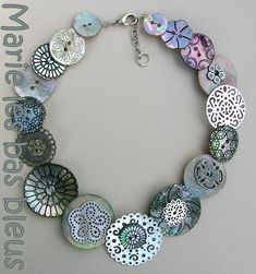 Collier bouton explications