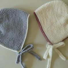 This is a simple but very cute baby bonnet pattern with a bit of a retro, vintage vibe ... It is knit flat on 2 needles and then seamed ... Make it with or without the coloured trim ... Satin ribbon ties make it extra special for a wedding or christening ...
