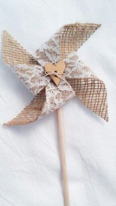 Pinwheels- spray glue the lace to the burlap. Pretty and it stabilizes the burlap. #handmadehomedecor