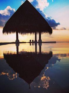 Take a sunset soak together where sea meets sky at @Four Seasons Resorts Maldives.