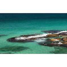 MacKenzie's Beach #tamarama #tamaramabeach #mackenziesbeach #sydneybeaches #bonditobronte #beach#surf #easternsuburbs #jump #swim #mates by jbiboudis http://ift.tt/1KBxVYg