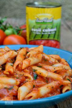 Penne cu sos marinara - CAIETUL CU RETETE Penne, Carrots, Shrimp, Good Food, Food And Drink, Pizza, Lunch, Meat, Vegetables