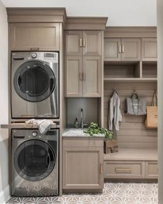 38 Functional And Stylish Laundry Room Design Ideas To Inspire. 38 Functional And Stylish Laundry Room Design Ideas To Inspire. Have a look at this incredible collection of laundry room design ideas that are functional, stylish and full of inspiration. Room Remodeling, Boot Room, Laundry Closet, Stylish Laundry Room, Room Layout, Farmhouse Laundry Room, Room Makeover, Room Design