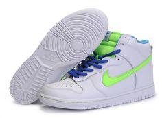 love the green. New Nike Shoes, New Jordans Shoes, Sneakers Nike, Zapatos Air Jordan, Air Jordan Shoes, Nike Outlet, Shoes Outlet, High Shoes, Top Shoes