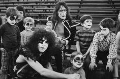An Inside Look At The Bewildering Life Of Legendary Rocker Eddie Van Halen David Lee, Eddie Van Halen, Gene Simmons, Rock Groups, The Fab Four, The Hollywood Reporter, Paul Mccartney, Famous Faces, Rolling Stones