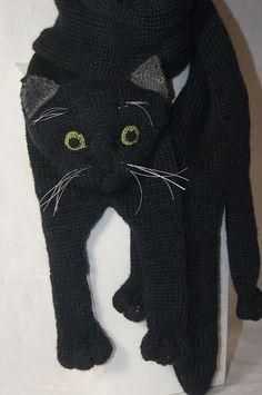Cat Scarf, Hand Knit Scarf, Crochet Cat Pattern, Cute Crochet, Dragon En Crochet, Knitted Cat, Christmas Knitting, Crochet Scarves, Yarn Colors