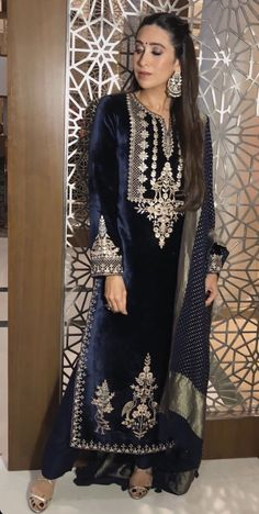 Haute spot for Indian Outfits. Pakistani Dress Design, Pakistani Dresses, Indian Dresses, Indian Outfits, Stylish Dresses, Fashion Dresses, Velvet Dress Designs, Hippy Chic, Indian Designer Suits