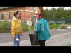 Julča - agresivně napadá reportéry TV NOVA - YouTube