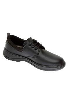 El zapato Sirio negro de la marca Codeor se ajusta al pie con cordones proporcionando comodidad a los usuarios que pasan la mayor parte del tiempo de pie. Su atractivo diseño lo hace adecuadopara actividades desarrolladas de cara al público. Su diseño de fabricación es por inyección directa, sin cosidos, ni pegados. #MasUniformes #RopaLaboral #UniformesDeTrabajo #VestuarioOnline #Zapatos #CalzadoLaboral