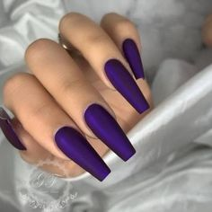 Matte nail polish, which is an indispensable nail polish of recent years, makes every woman's hand look tremendous. Matte nail polish wonders even when applied alone. Bright Nail Polish, Matte Nail Polish, Bright Nails, Bad Nails, Polish Models, Fall Acrylic Nails, French Nails, How To Apply, How To Make