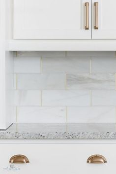 Kitchen backsplash is honed marble by the Tile Shop with brass schluter strips. Kitchen backsplash is honed marble by the Tile Shop with brass schluter strips. Home Design, Küchen Design, Layout Design, Design Ideas, Design Trends, Design Elements, Kitchen Tiles, New Kitchen, Kitchen Decor