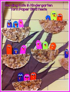Herding Kats in Kindergarten: Spring Crafts Bulletin Board Preschool Bulletin, Classroom Crafts, Preschool Crafts, April Preschool, Kindergarten Art Projects, Kindergarten Activities, Spring Theme, Spring Art, Spring Projects