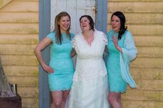Bride and bridesmaids Wedding portraits  Wellngton, New Zealand Image by wedding photographer Von photography www.wellingtonphotography.net