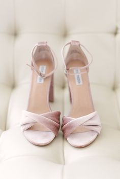I love a good Steve Madden shoe😍💗 How about you? Fancy Shoes, Pretty Shoes, Crazy Shoes, Beautiful Shoes, Cute Shoes, Me Too Shoes, Bridal Shoes, Wedding Shoes, Shoe Boots