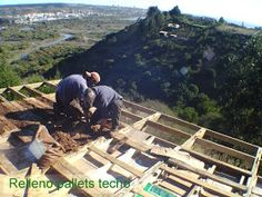 House made with pallets in Chile Chile, Pallet House, Diy Pallet Furniture, House Made, Green Building, Pallet Projects, Wood Crafts, Quelque Chose, Mini